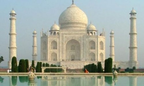 """<h2><a href=""""https://geek.hr/e-kako/drustvo/povijest/kako-je-izgraden-taj-mahal/"""">Kako je izgrađen Taj Mahal?<a href='https://geek.hr/e-kako/drustvo/povijest/kako-je-izgraden-taj-mahal/#comments' class='comments-small'>(0)</a></a></h2>Da Taj Mahal ne postoji, vrlo lako bi mogli povjerovati da je ta priča o njegovoj izgradnji prava bajka. Za Taj Mahal vezana je tužna, ali i vrlo lijepa ljubavna"""