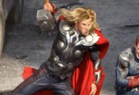 Sa seta Avengersa: Kapetan i Thor u akciji
