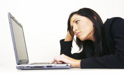Woman-angry-at-computer