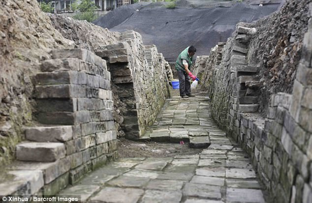 Almost 1,000 years after it was lost, archaeologists have discovered a temple hidden in downtown Chengdu, China